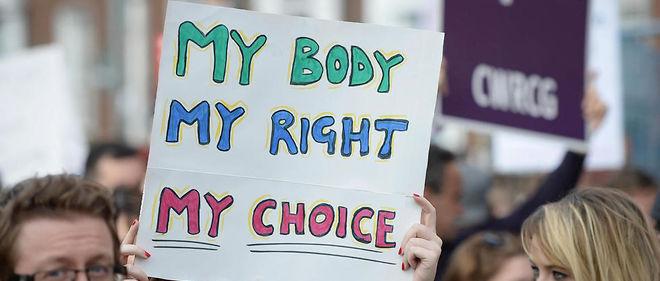Des manifestants pro-avortement lors d'une marche à Dublin, en 2014.
