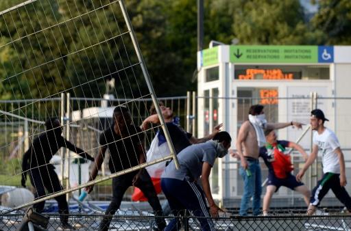 Incidents près de la fan zone de la Tour Eiffel le 10 juillet 2016 à Paris © ALAIN JOCARD AFP