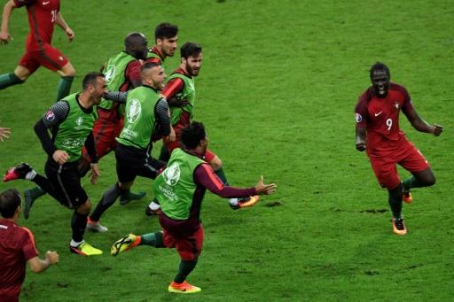 Eder (d), auteur du but portugais face à la France en finale de l'Euro, le 10 juillet 2016 au Stade de France © MIGUEL MEDINA AFP