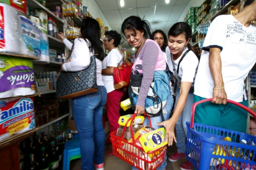Des Vénézuéliens dans un supermarché de Cucuta, en Colombie, le 10 juillet 2016 © Schneyder Mendoza AFP