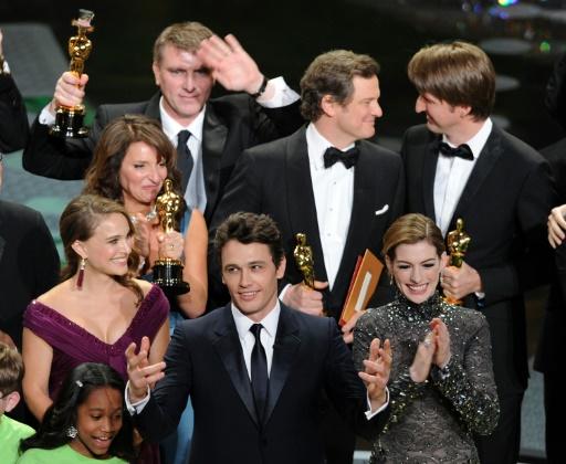 """L'équipe du """"Discours d'un roi"""" récompensée par l'Oscar du meilleur film à Hollywood le 27 février 2011 © GABRIEL BOUYS AFP/Archives"""