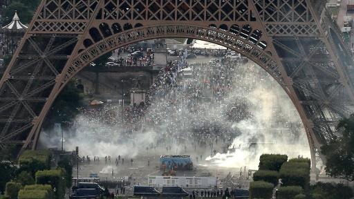 Incidents en marge de la finale de l'Euro-2016, près de la fan zone du Champ-de-Mars le 10 juillet 2016 à Paris  © Thomas SAMSON AFP