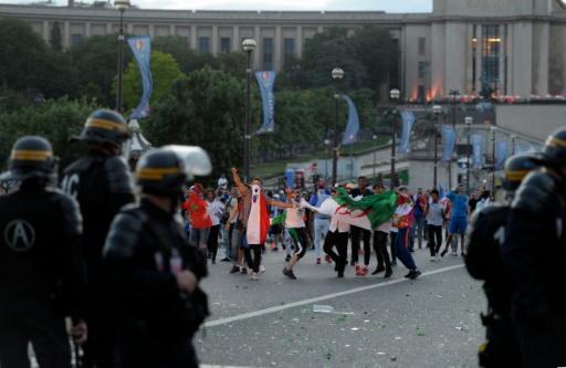 Incidents le 10 juillet 2016 près de la fan zone du Champ-de-Mars à Paris © ALAIN JOCARD AFP