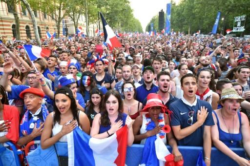 La foule des supporters des Bleus, dans la fan zone le 10 juillet 2016 à Toulouse © Rémy GABALDA AFP