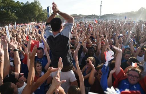 La foule des supporters du Portugal, dans la fan zone le 10 juillet 2016 à Bordeaux © NICOLAS TUCAT AFP