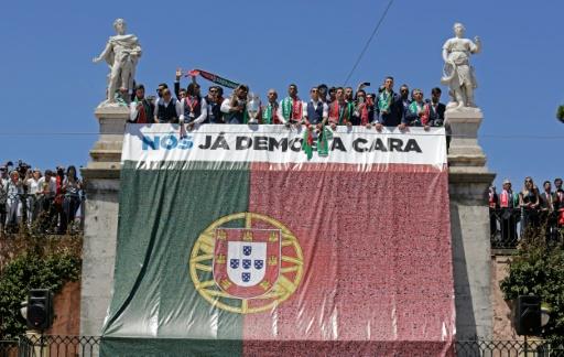 La sélection portugaise sur le balcon du palais présidentiel , le 11 juillet 2016 à Lisbonne © JOSE MANUEL RIBEIRO AFP
