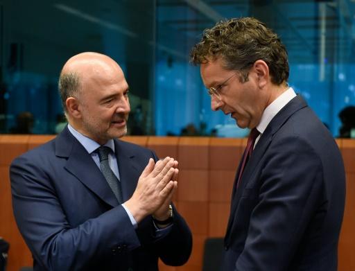 Le commissaire européen aux Affaires économiques, Pierre Moscovici (g) et le président de l'Eurogroupe Jeroen Dijsselbloem à Bruxelles, le 11 juillet 2016 © JOHN THYS AFP