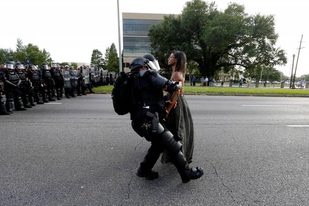 USA-POLICE/IESHIAEVANS-PHOTOGRAPHER © © Jonathan Bachman / Reuters