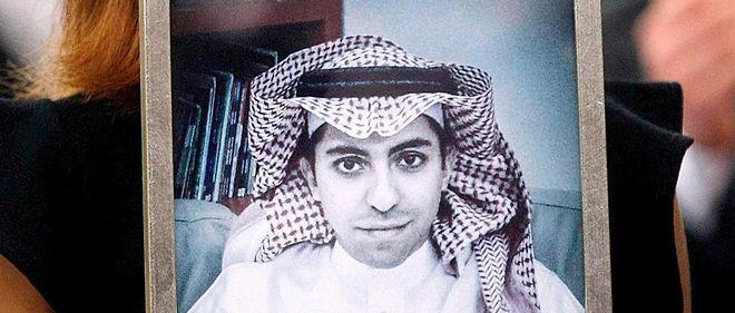 Ensaf Haidar brandit le portrait de son époux, Raif Badawi, à qui le Parlement européen a remis le prix Sakharov, le 16 décembre 2015.