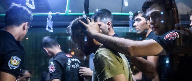 Dimanche, à la mi-journée, les autorités turques annonçaient quelque 6 000 arrestations.
