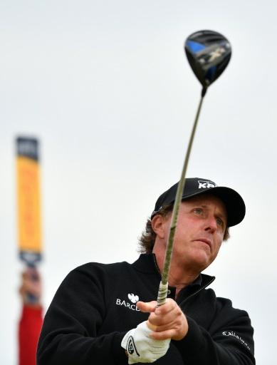 L'Américain Phil Mickelson lors du 4e et dernier tour du British Open de golf sur le parcours écossais de Royal Troon, le 17 juillet 2016 © Ben STANSALL AFP