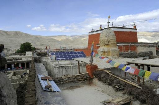 Des panneaux solaires à Lo Manthang, au Népal, le 17 juin 2016 © PRAKASH MATHEMA AFP/Archives