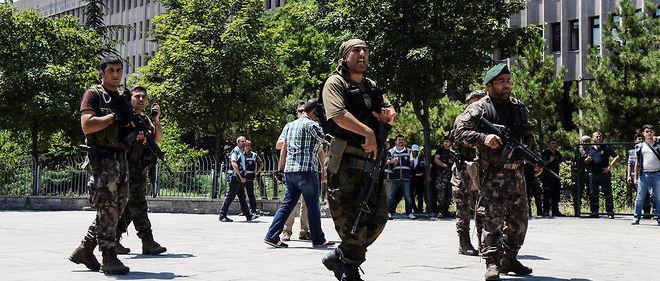 Des soldats turcs en patrouille à Ankara.