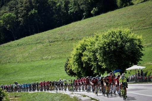 Le peloton du Tour de France sur la 16e étape entre Moirans-en-Montagne et Berne, le 18 juillet 2016 © JEFF PACHOUD AFP/Archives