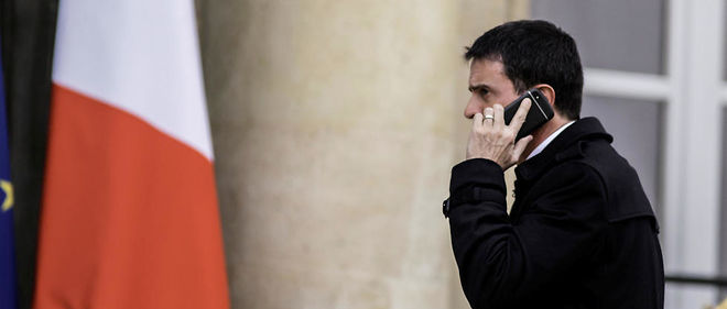 Le projet de loi sur la prolongation de trois mois de l'état d'urgence, examiné mardi en conseil des ministres, puis débattu au Parlement, permettra d'exploiter les données des ordinateurs et téléphones saisis, a annoncé lundi Manuel Valls.