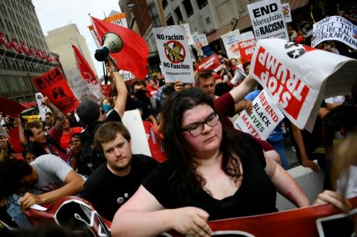 Des manifestants anti-Trump dans les rues de Cleveland le 18 juillet 2016  © JIM WATSON AFP