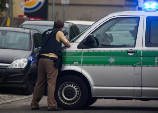Un policier assure la sécurité du site où s'est déroulé la fusillade à Munich, le 22 juillet 2016 © STR AFP