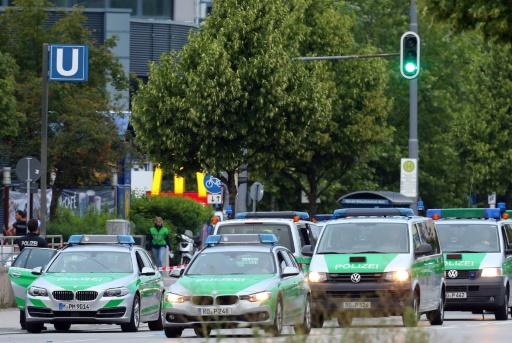 Des forces de police aux abords du centre commercial de Munich où a eu lieu une fusillade qui a fait neuf morts, le 23 juillet 2016 © Karl-Josef Hildenbrand dpa/AFP