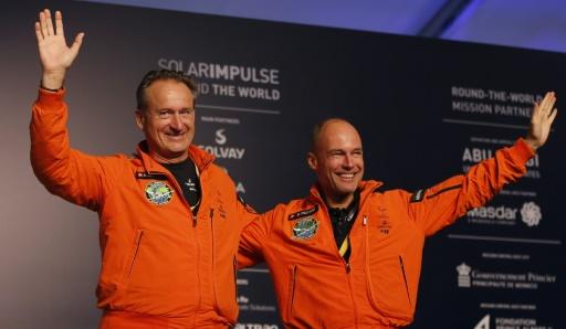 Les pilotes Bertrand Piccard et André Borschberg à Abou Dhabi, le 26 juillet 2016 © KARIM SAHIB AFP