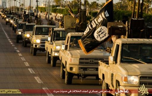 Photo de propagande diffusée le 18 février 2015 par Welayat Tarablos, montrant des des jihadistes en 4x4 à Syrte  © - WELAYAT TARABLOS/AFP