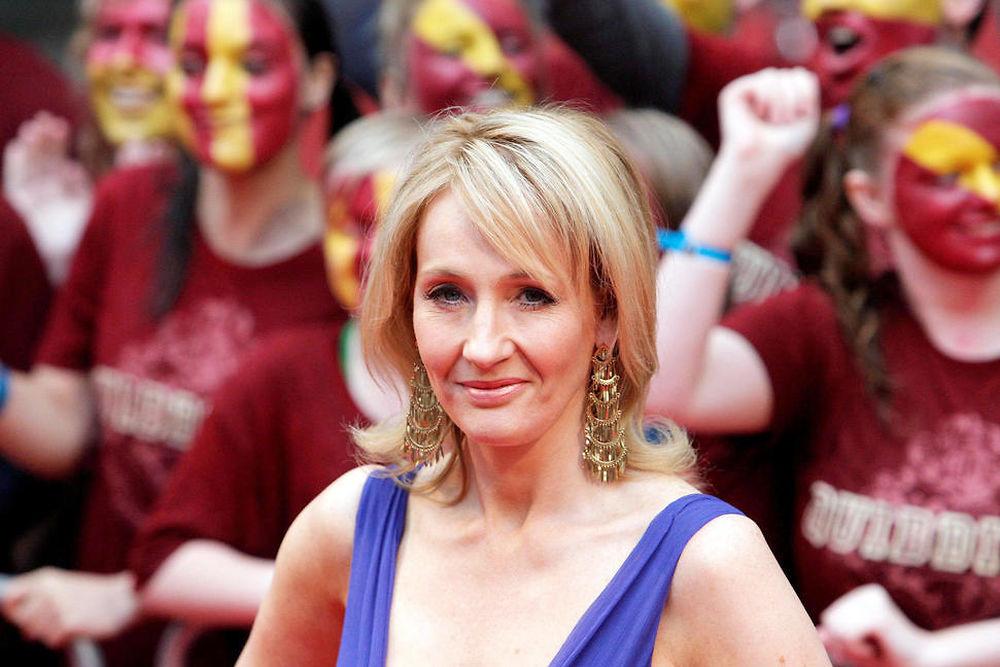 """Numéro 3. J. K. Rowling - 19 millions de dollars. La maman du petit sorcier à lunettes continue de toucher les bénéfices très lucratifs de sa saga et devrait bientôt repasser en tête avec sa nouvelle trilogie de films, """"Les Animaux fantastiques""""."""
