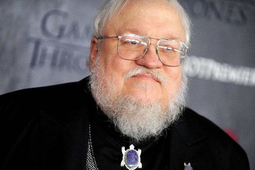 """Numéro 8 ex aequo. George R. R. Martin - 9,5 millions de dollars. Il n'a toujours pas fini d'écrire le sixième tome de """"Game of Thrones"""" mais le papa de Jon Snow peut compter sur la série de HBO pour arrondir ses fins de mois. La dernière saison sera diffusée l'an prochain..."""
