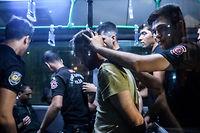 L'arrestation d'un soldat le 16 juillet à Istanbul. À terme, la grande purge d'Erdogan pourrait toucher 100 000 personnes. ©OZAN KOSE