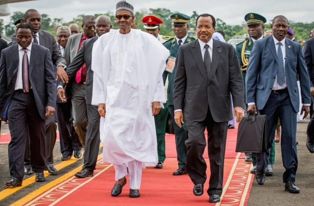 Les présidents nigérians Muhammadu Buhari et Camerounais Paul Biya, en premières lignes dans le guerre contre Boko haram.  ©  Reuters/ bayo Omoboriowo