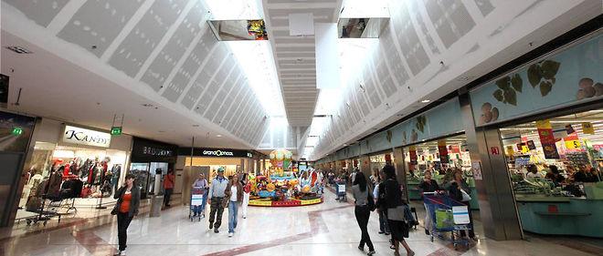 La galerie du centre commercial Grand Var.
