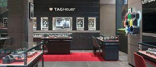 Surprise estivale : un design revu pour les boutiques TAG Heuer.