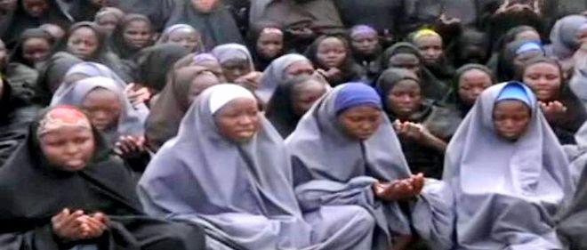 Une vidéo du 12 mai 2014 montrait les lycéennes de Chibok enlevées par le groupe Boko Haram.