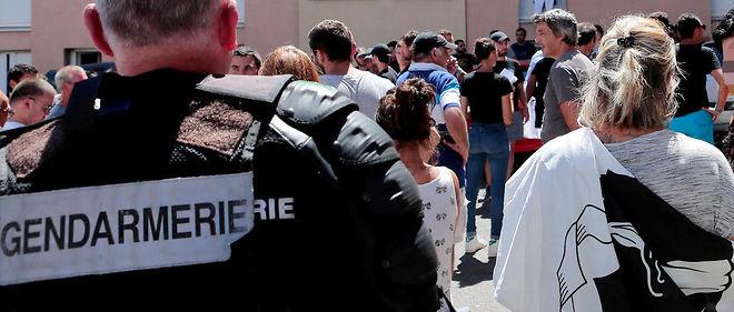 Rassemblement dans le quartier de Lupino à Bastia au lendemain d'une violente rixe sur une plage de Sisco.