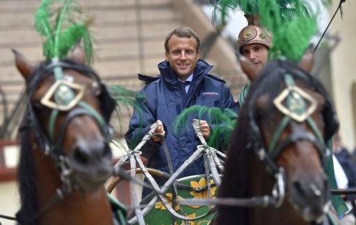 Le ministre de l'Economie Emmanuel Macron visite le parc du Puy-du-Fou, le 19 août 2016 aux Epesses (Vendée) © LOIC VENANCE AFP