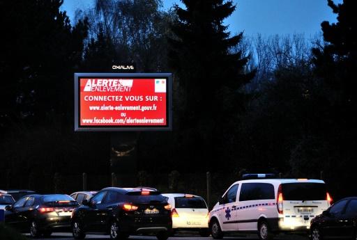 Un message du dispositif Alerte enlèvement est diffusé sur un écran publique à Lille, le 29 mai 2016 © PHILIPPE HUGUEN AFP/Archives
