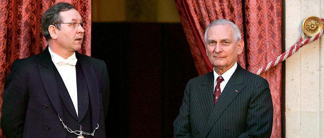Portrait de Jérôme Monod ( à droite), conseiller du président de la République Jacques Chirac, pris le 15 février 2005 au palais de l'Élysée à Paris.