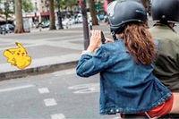 Pokémon Go à scooter. Le jeu décline toute responsabilité quant aux risques pris par les joueurs. ©RGA-BEURRIER/REA