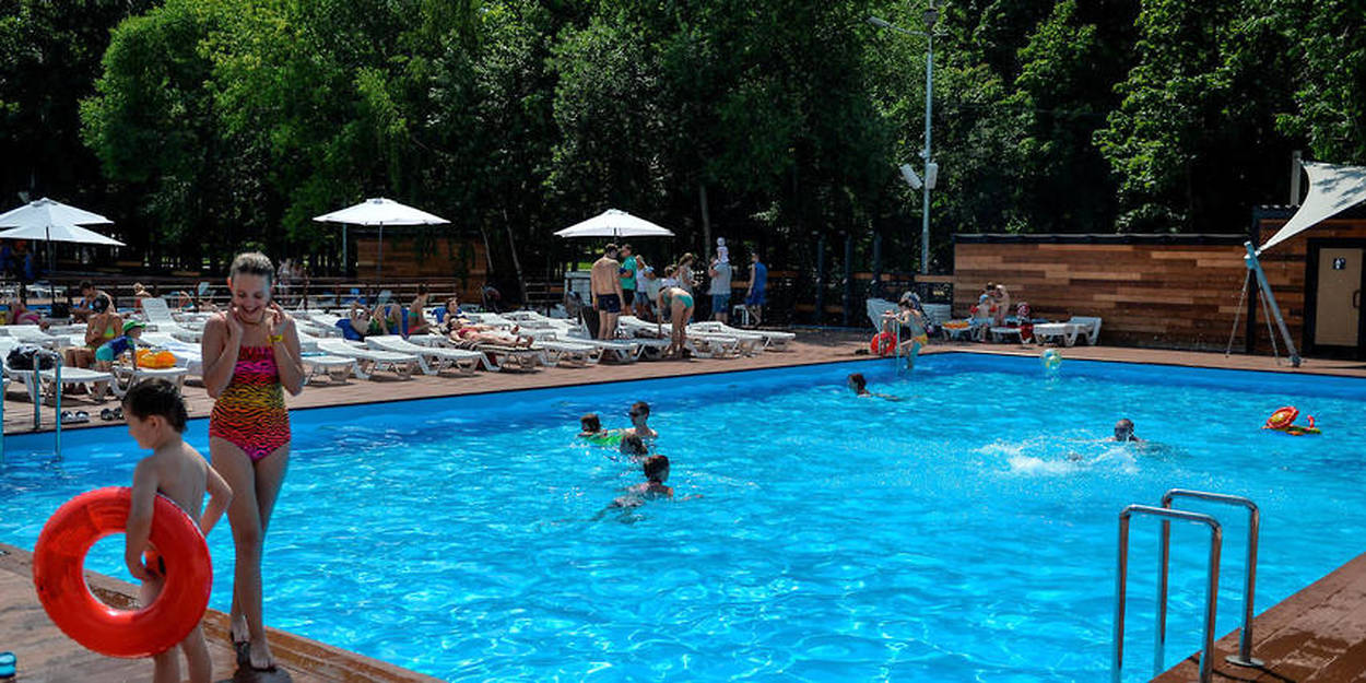 BurkiniVirée À Son Piscine La Cause De Point ParéoLe qVzMGSUp
