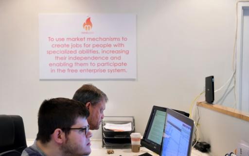 Le président de Mindsparks (arrière-plan) Gray Benoist dans les bureaux de son entreprise à Santa Monica en Californie © Frederic J. BROWN AFP