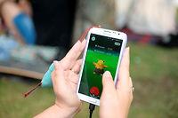 Un joueur tente de capturer un Pokémon sur l'application Pokémon Go. ©Valeriy Melnikov
