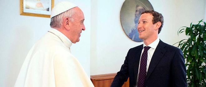 Le pape François rencontre le fondateur de Facebook Mark Zuckerberg au Vatican le 29 août 2016.