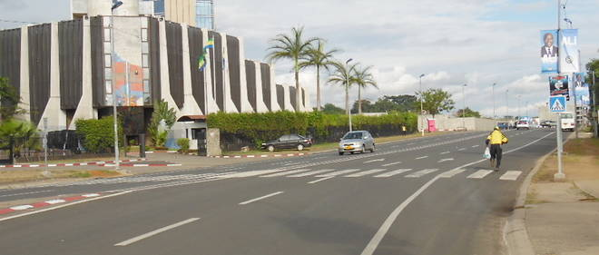 Le boulevard Trimphal à Libreville quasiment vide en ce lundi 29 août 2016, deux jours après le scrutin présidentiel.