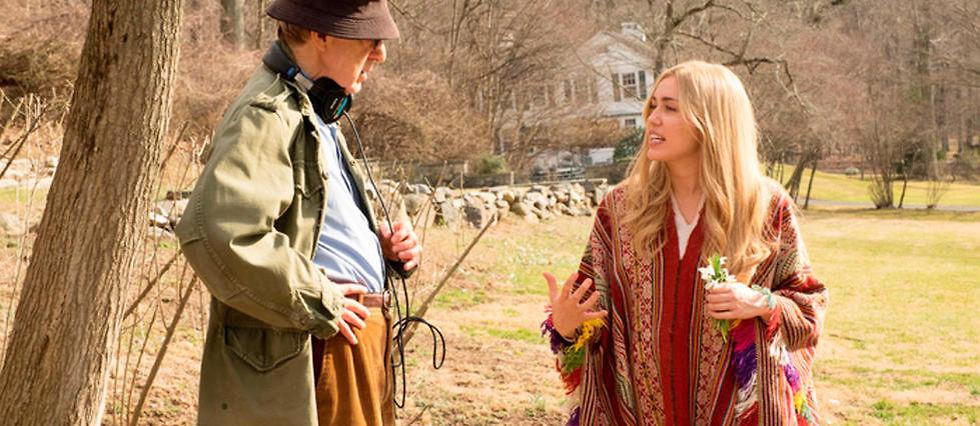 """Woody Allen et la chanteuse Miley Cyrus dans la série """"Crisis in Six Scenes""""."""
