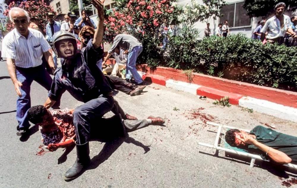 Attentat contre la marche du MPR, Mouvement pour la République, dans la capitale algérienne le 29 juin 1994 à Alger, Algérie. ©  Georges Merillon