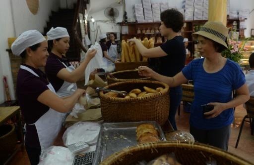 A Hanoï, la baguette reste omniprésente, notamment grâce au populaire sandwich appelé banh-mi © HOANG DINH NAM AFP