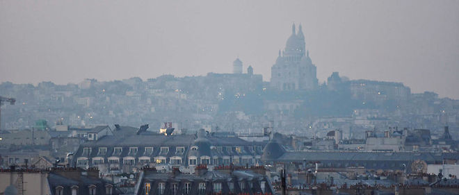 Lors d'un pic de pollution aux particules fines a Paris, en mars 2016.