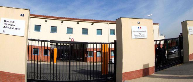Le centre de rétention administrative (RCA) du Mesnil-Amelot, dans la banlieue nord de Paris.
