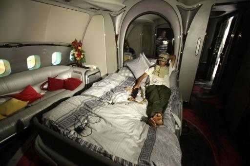 Le luxueux A340 avait été investi par les rebelles au coeur du conflit, ici le 29 août 2011 © PATRICK BAZ AFP/Archives
