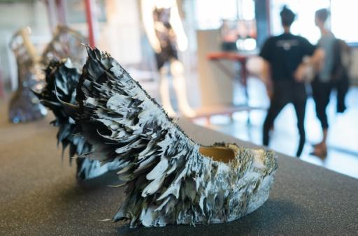 Des chaussures créées par l'artiste Iris Van Helpen des Pays-Bas lors du festival Ars Electronica, le 8 septembre 2016 à Linz, en Autriche © JOE KLAMAR AFP