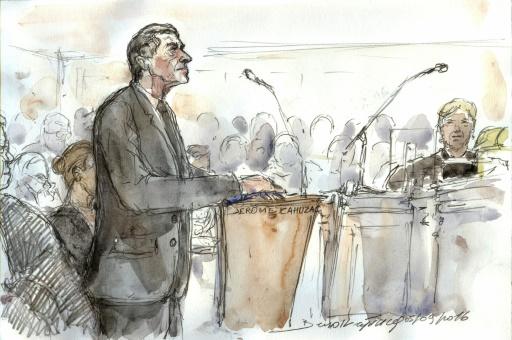 Croquis d'audience représentant l'ex-ministre du Budget Jérôme Cahuzac lors de son procès, le 5 septembre 2016 à Paris © Benoit PEYRUCQ AFP