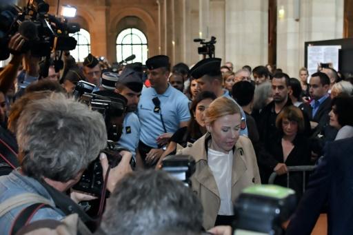L'ex-femme de Jérôme Cahuzac, Patricia Menard, à son arrivée au palais de justice pour l'ouverture de son procès le 5 septembre 2016 à Paris © PHILIPPE LOPEZ AFP